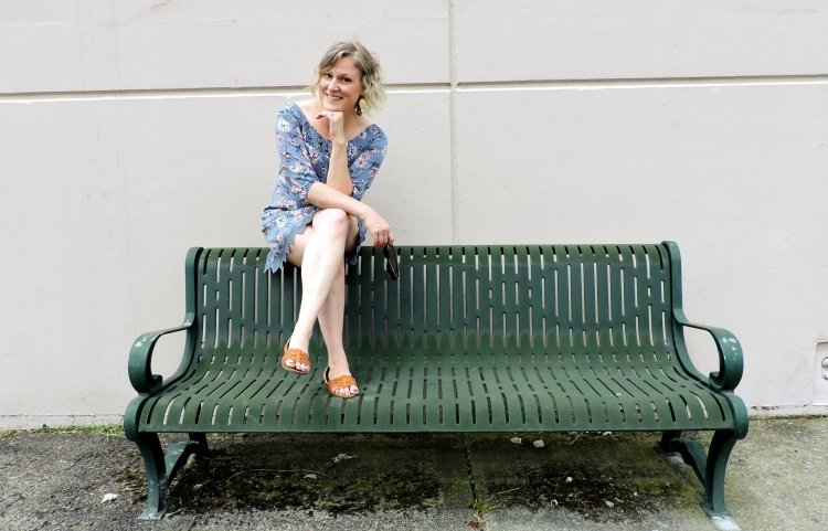 Full body shoot - green bench